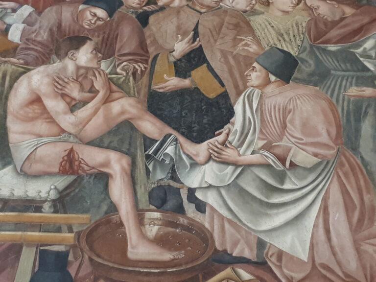 """Siena vista con gli occhi di un pellegrino. Pellegrinaio - Santa Maria della Scala - particolare dell'affresco """"la Cura degli infermi"""""""
