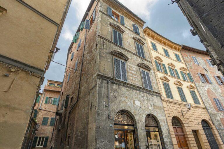 """Casa Natale di Cecco Angiolieri, primo """"poeta maledetto"""", tappa della Siena nascosta dello Slow tour"""